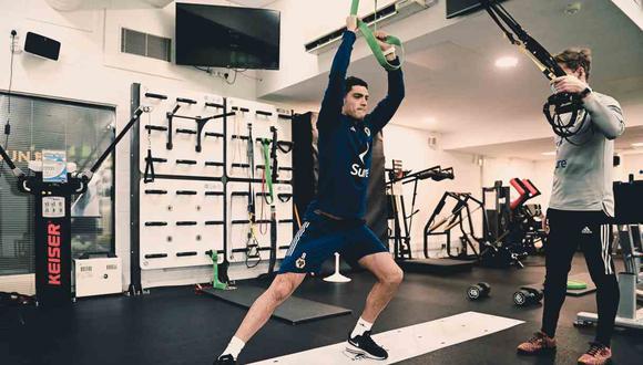 Raúl Jiménez entrenó en el gimnasio de Wolverhampton. (Foto: @Wolves)