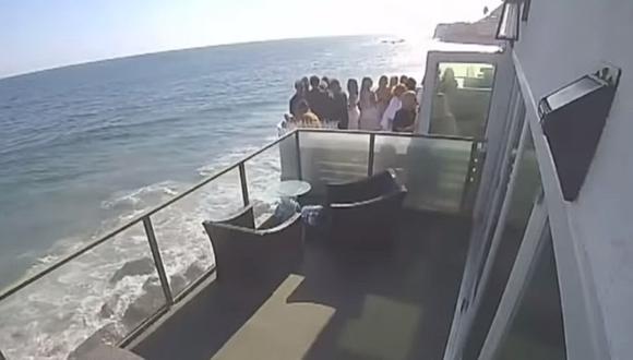El derrumbe de un balcón abarrotado de gente durante una fiesta en Malibú. (Foto: CBS Los Angeles)