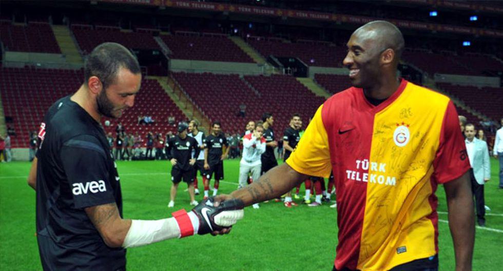 Kobe Bryant en los entrenamientos del Galatasaray. (AFP)