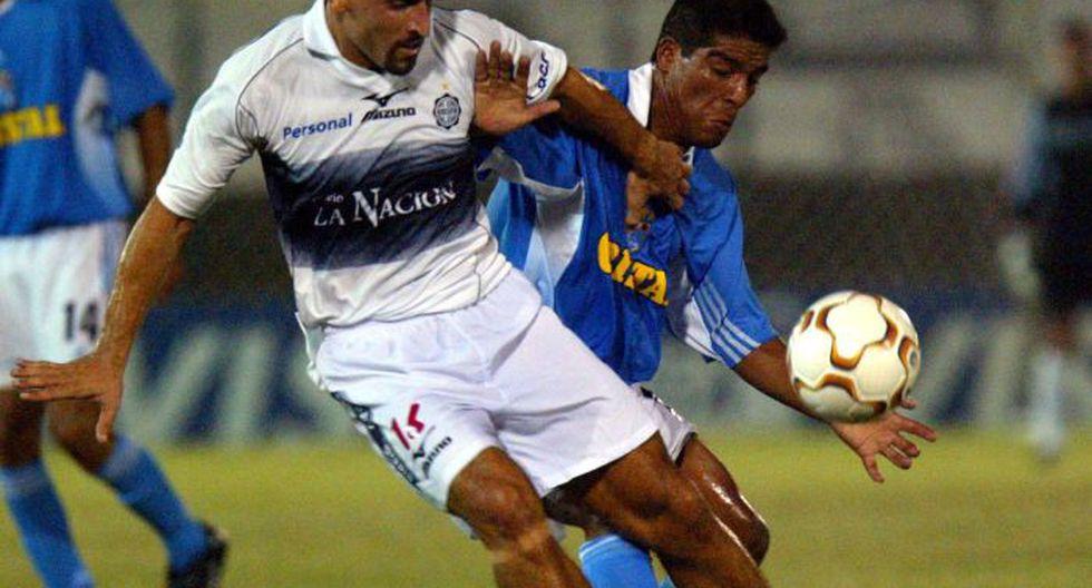 Sporting Cristal visitó a Olimpia, defensor del título de la Recopa, en la Copa Libertadores 2004. Perdió 2-1. (USI)