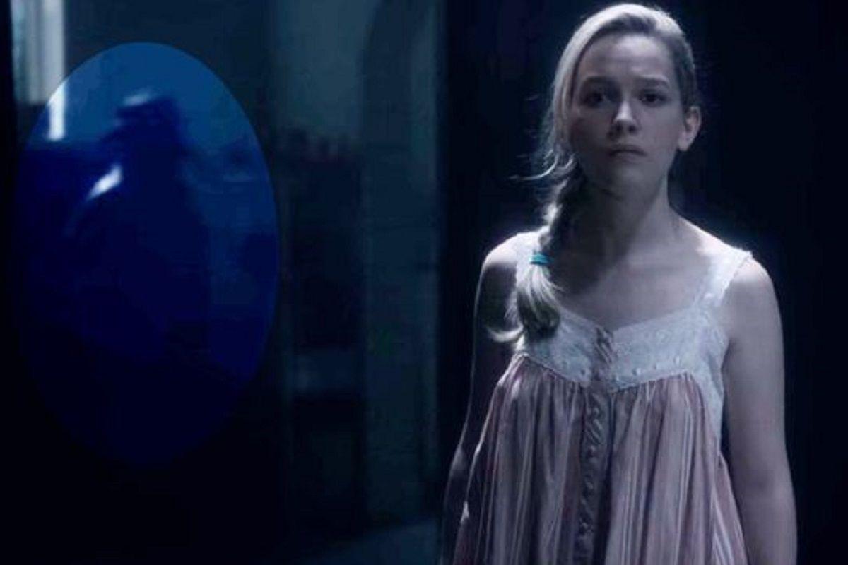 Una vez más aparece el fantasma del médico de la plaga (Foto: Netflix/ Edición: Screen Rant)