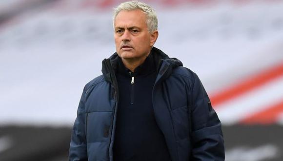 José Mourinho afirmó que es difícil trabajar con un gran número de jugadores por puesto. (Foto: AFP)
