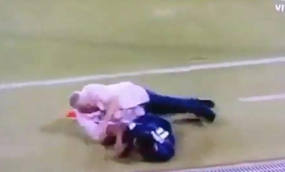Gallego no la pasó bien, pese a la victoria de Panamá. (Video: YouTube)