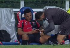 Alarma en Perú: Santamaría se lesionó y tuvo que dejar el campo en el Chivas vs. Atlas [VIDEO]
