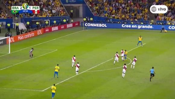 Miguel Trauco volvió a evitar un ataque peligroso de Brasil con gran intervención. (Captura)