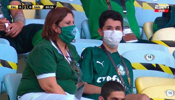 Silvia Grecco se hizo presente con su hijo en el duelo más importante del equipo de sus amores. (Captura)
