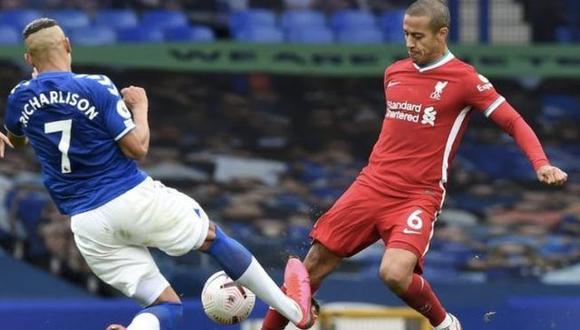 """""""No puedo cambiar lo que pasó"""" le dice Richarlison a Thiago Alcántara tras la entrada que le hizo en el Liverpool vs Everton."""